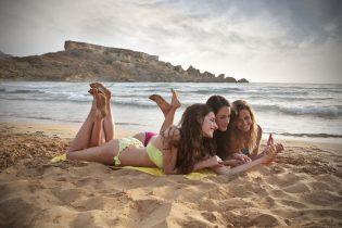33114297 - three friends on vacation