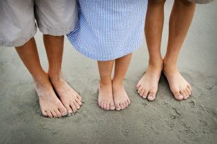 feet-1439382_1920
