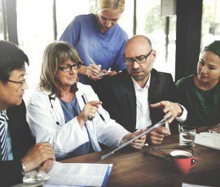 52337619 - doctor meeting teamwork diagnosis healthcare concept