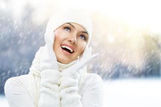 8571346 - a beauty girl on the winter background